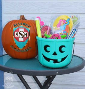 teal-pumpkin-candy-bucket-for-handing-out-non-food-treats-close-food-allergy-superheroes